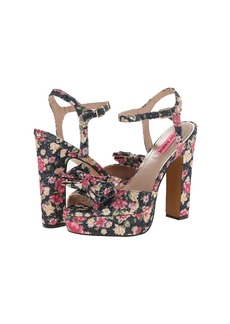 Betsey Johnson Applause