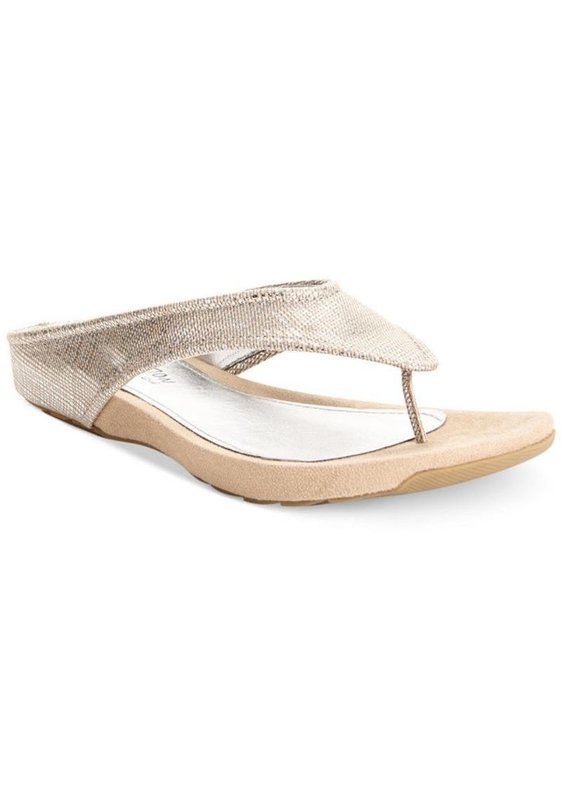 Kenneth Cole Reaction Waterpark Thong Sandals